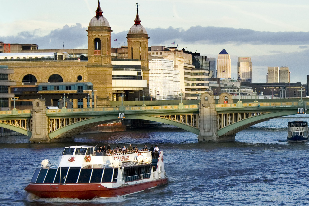 Thames Afternoon Tea Cruise | lastminute.com