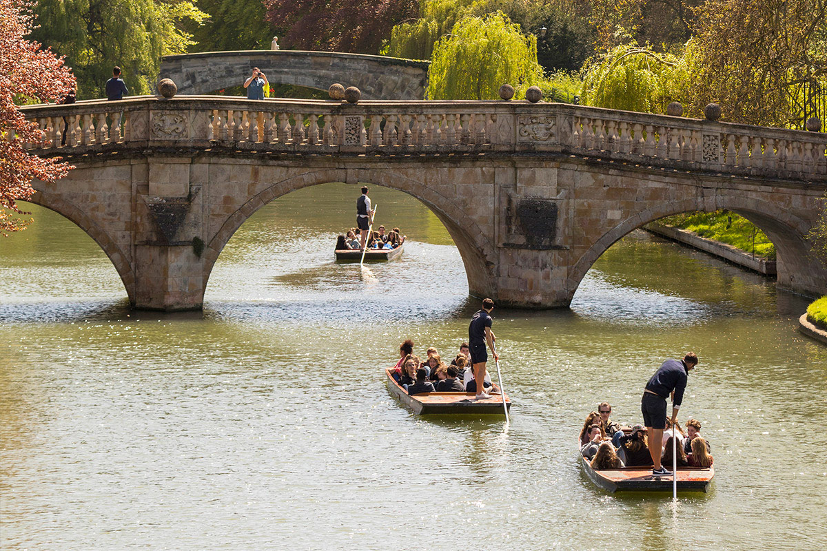 Chauffered Cambridge Punting Tour for Two