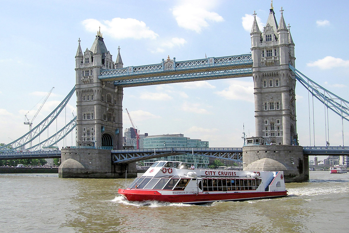 Luxury Champagne Afternoon Tea & Thames River Cruise for